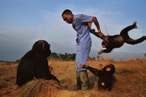 """D'après notre expérience, les aires protégées détruisent les moyens de subsistance de la population locale """", dit Simon Counsell, Directeur Exécutif de RFUK. Photo/UICN"""