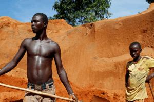 La chute du cuivre et du cobalt qui frappe les mines en République Démocratique du Congo, n'arrange guère le quotidien des creuseurs. Photo/Amnesty International