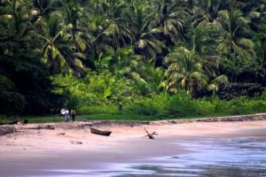 Kribi perd sa terre ferme à cause de l'avancée de la mer. A l'origine, les activités humaines, notamment l'extraction abusive du sable. Photo/ Jon Bowen