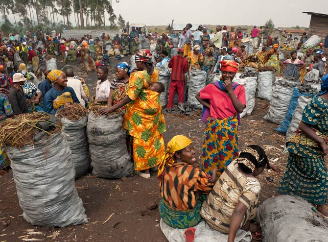 09-goma-charcoal-market-670