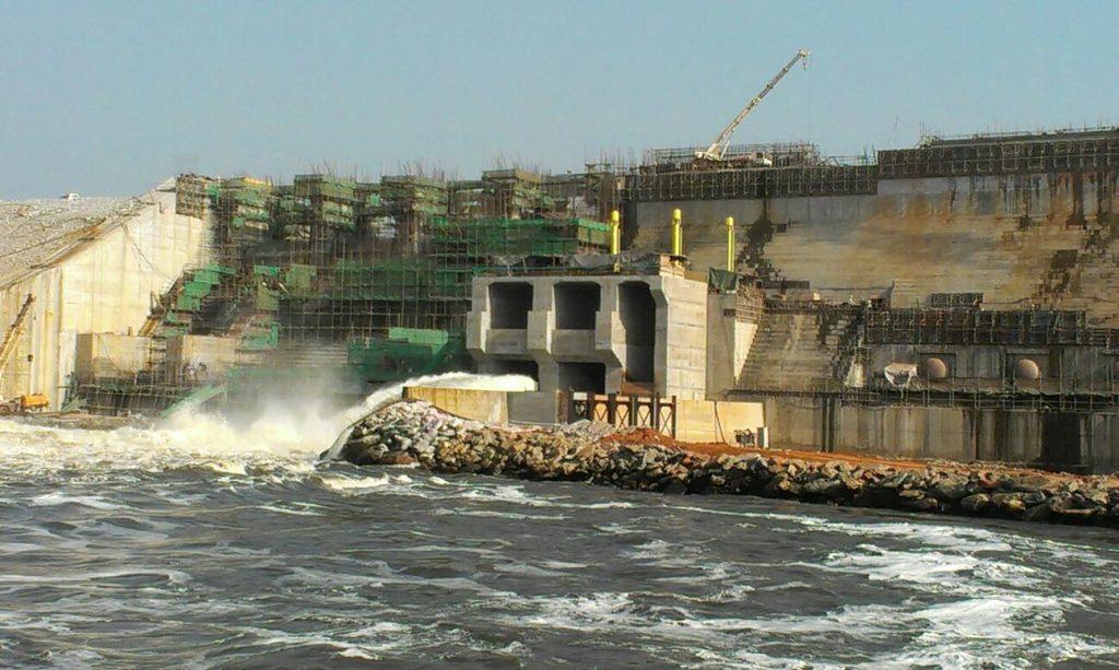 Selon la Banque Mondiale, le Cameroun a le troisième plus grand potentiel hydroélectrique de l'Afrique Subsaharienne, avec un potentiel de près de 12,000 MW.