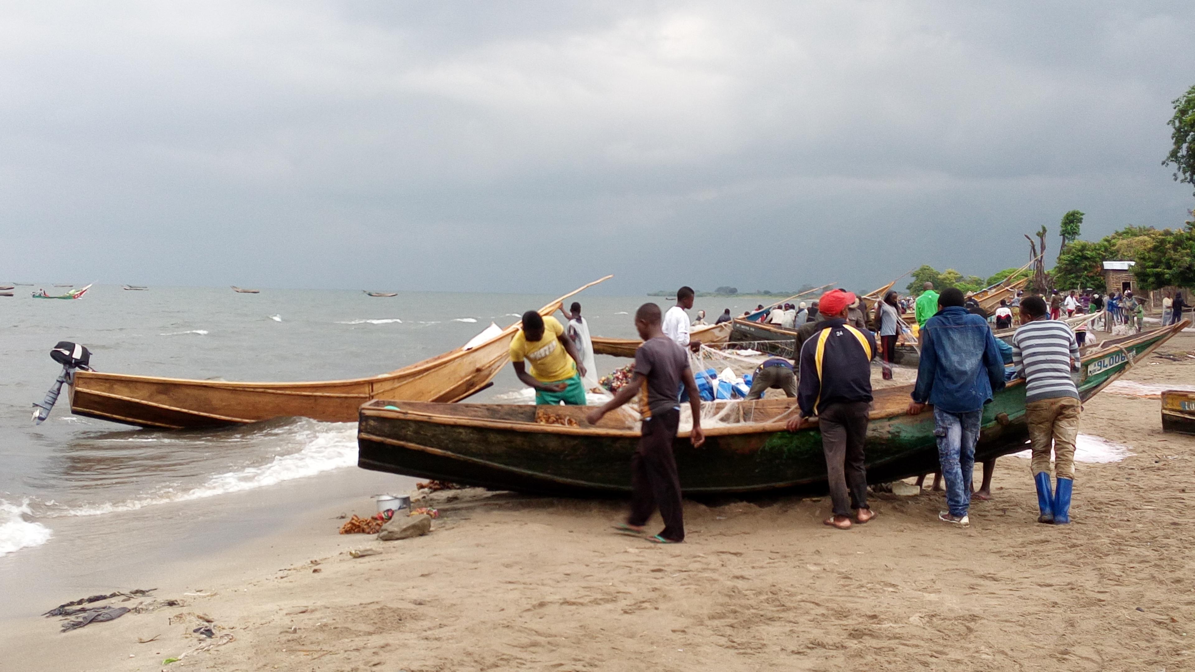 """Résultat de recherche d'images pour """"pécheurs congolais lac édouard"""""""