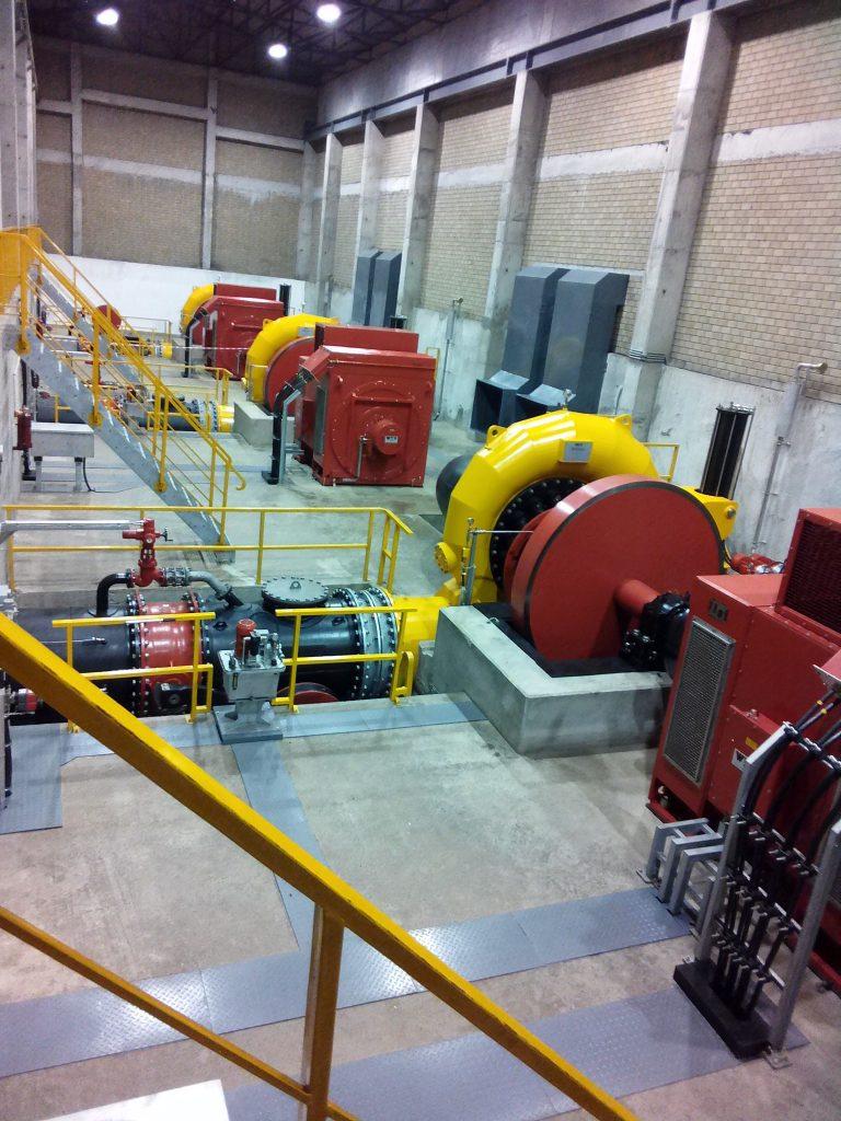 Les tribunes de la centrale hydroélectrique de Matebe