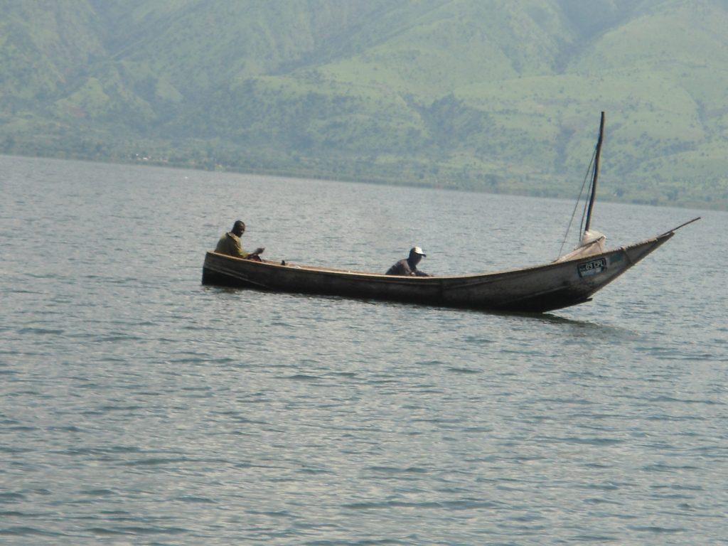 Pêche illicite à la senne de plage dans les frayères de Mbilizi, près de Lunyasenge. Par Joseph Tsongo