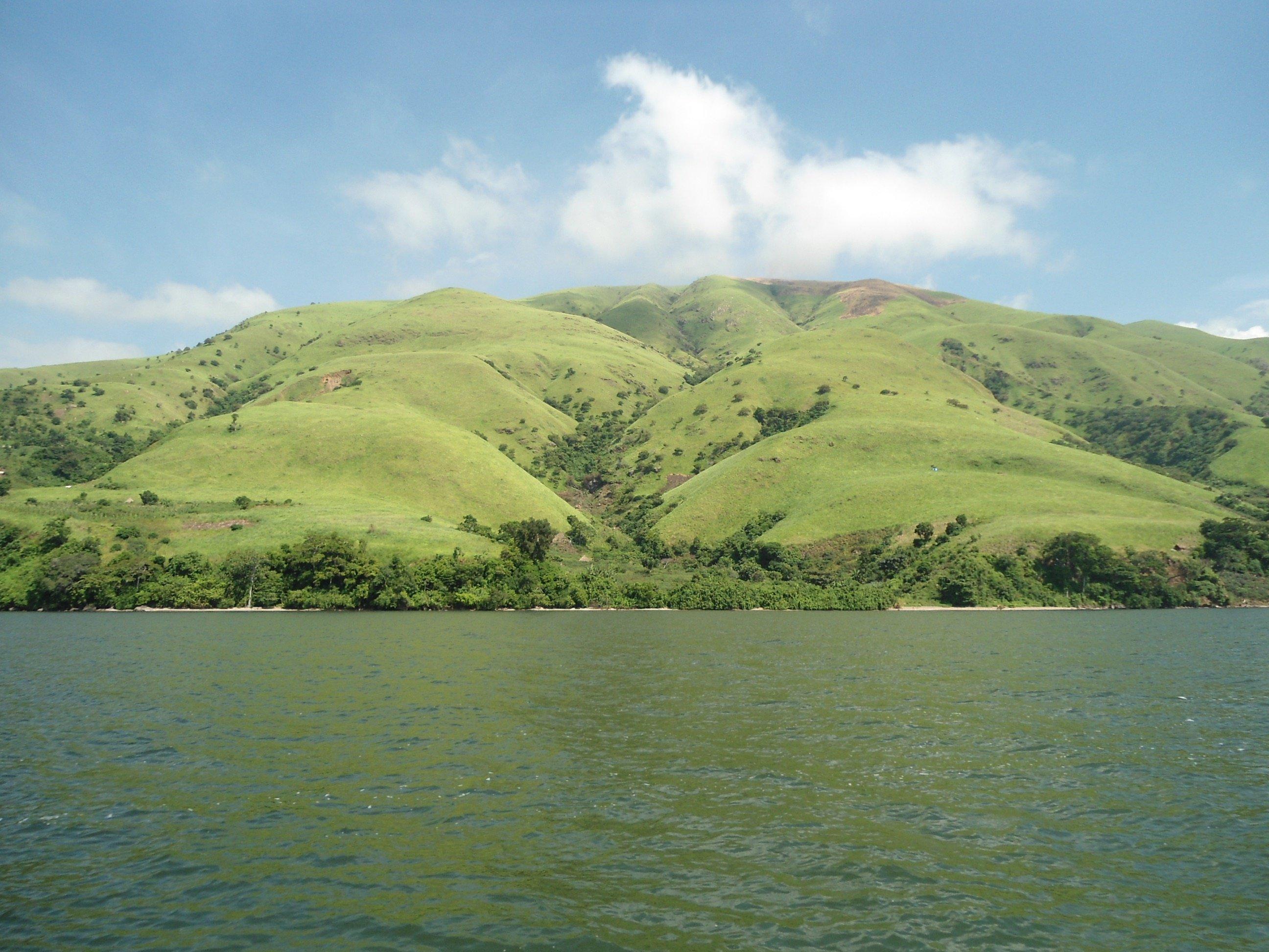 Vue de la côte Ouest du lac Edouard au Nord-Kivu, RD Congo