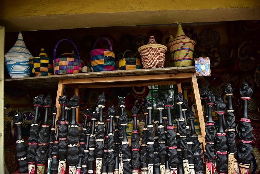 Au Bamboo Craft Center, on fabrique divers objets à partir des bambous comme des bracelets, des lits, des chaises, et des décorations de toutes sortes.