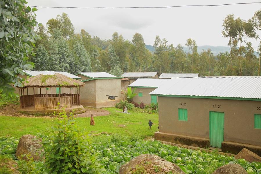 Les maisons qui ont été construites par la RDB pour les populations riveraines