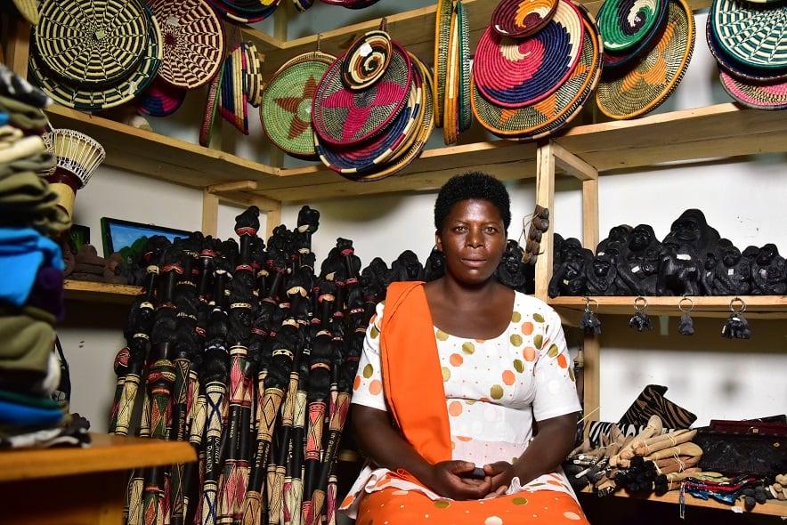 La fabrication et la vente d'objets d'art est un commerce développé près du parc de Nyungwe