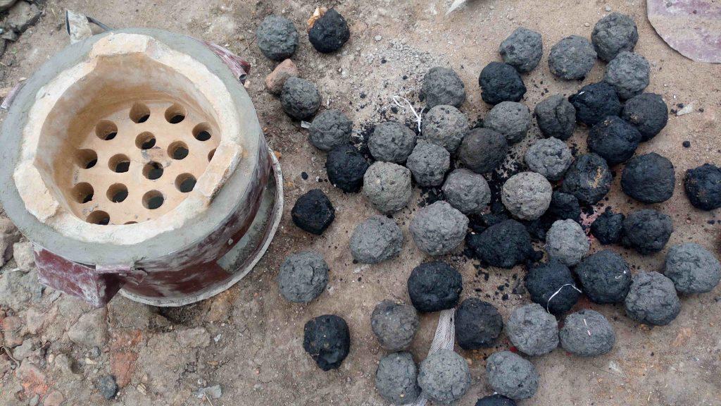 Le brasero et charbons biologiques à fort potentiel économique. Photo/InfoCongo