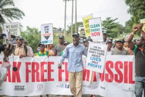 Des manifestants disent non à l'énergie Fossile