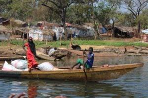 Une famille de pêcheur au débarcadère de Ouami